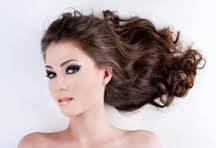 Far crescere i capelli con metodi naturali, gli alimenti che fanno crescere i capelli