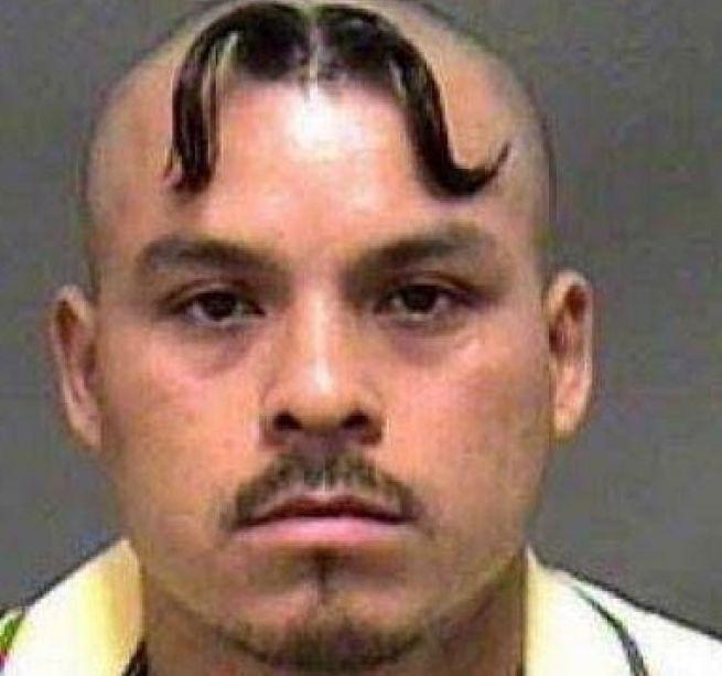 Ben noto I tagli di capelli più brutti della rete DX61